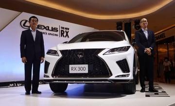 タイ国トヨタ自動車(TMT)はレクサスの高級SUV「RX」の新モデルを発表した=19日、タイ・バンコク(NNA撮影)