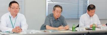 温泉活用について意見を述べる委員=県庁