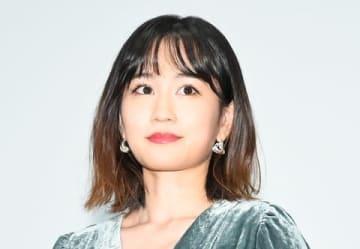 映画「葬式の名人」の初日舞台あいさつに登場した前田敦子さん