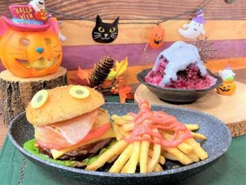 「かわいいモンスターとコワ~いお屋敷」をテーマにした「フィッシュモンスターハロウィンセット」(手前)と「ふわ雪ハロウィンナイト」(右奥)=くら寿司提供