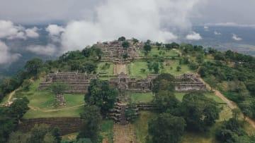 断崖絶壁に立つ世界遺産プレアビヒア寺院をゆく カンボジア