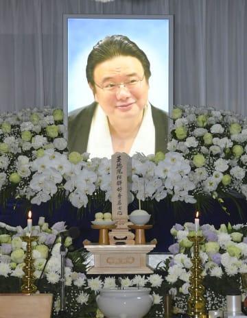 遺影が飾られた井筒親方の祭壇=25日午前、東京都墨田区の井筒部屋