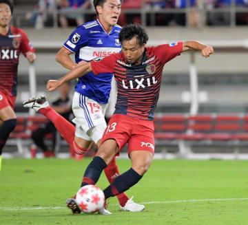 鹿島-横浜M 前半47分、3点目のゴールを決める鹿島・中村=カシマスタジアム、吉田雅宏撮影