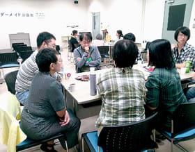 発達障害にちなんだテーマについて活発に意見を交わす参加者