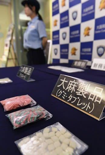 大阪税関が押収した不正薬物=25日、大阪市港区