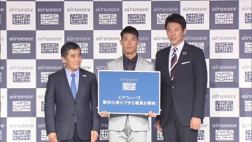 イベントに登場した錦織圭(中央)と松岡修造さん(右)