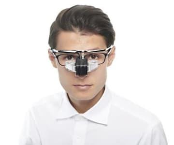 メガネの上から装着できる