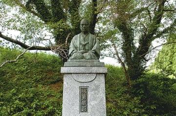 ▲仁保津にある林勇蔵座像