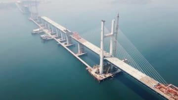 海峡をまたぐ「世界の奇跡」 中国の橋梁工事が新たな段階に