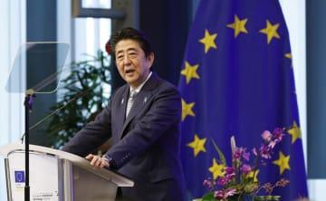 EUの関連会合で基調講演する安倍首相=27日、ベルギー・ブリュッセル(共同)
