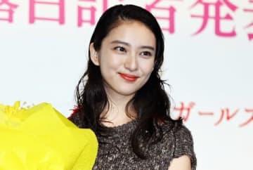 ガールズグループ「C.C.ガールズ3」のデビュー記者発表会に登場した武井咲さん