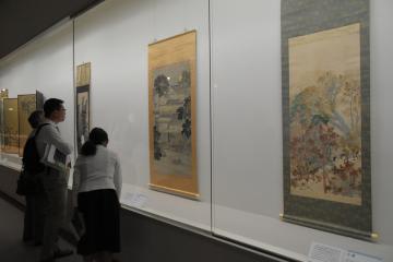約40年ぶりに一般公開される「山路」(右)など約45点の作品が並ぶ企画展示「茨城国体開催記念 横山大観」=水戸市千波町
