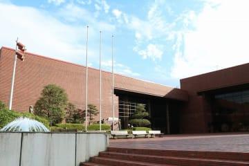 10月1日から「クアーズテック秦野カルチャーホール」となる秦野市文化会館 =同市平沢