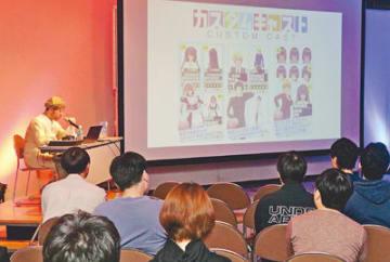 川崎社長(左奥)から求められる人材像などを聞く参加者