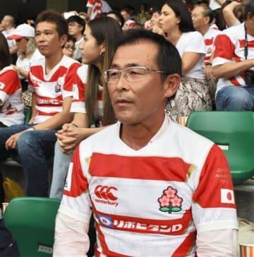 ラグビーW杯1次リーグの日本-アイルランド戦をスタンドで観戦する徳井清明さん