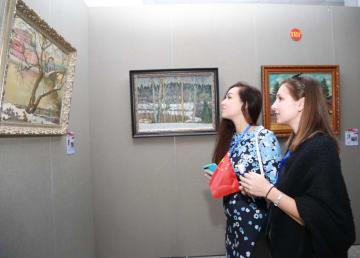 国境の町、黒竜江省黒河市でロシア芸術家の作品展