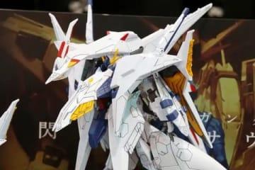 「機動戦士ガンダム 閃光のハサウェイ」のペーネロペーのプラモデル「HG 1/144 ペーネロペー」