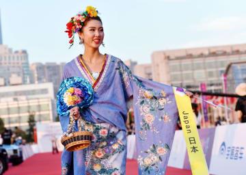ミス・ツーリズム・ワールド世界大会決勝の美女たちが青島に集結