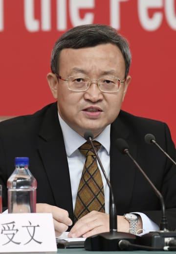 記者会見する中国の王受文商務次官=29日、北京(共同)