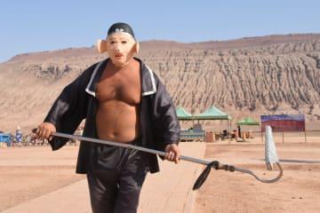 西遊記ファンの聖地「火焔山」 摂氏40度でも大勢の観光客