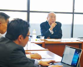 「未来を創造する議会とは」と題し講話する菅代表取締役