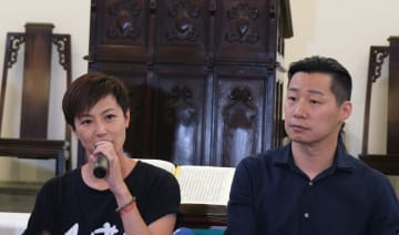 (L-R) Denise Ho and Freddy Lim at the press conference. Photo: Teng Pei-ju.
