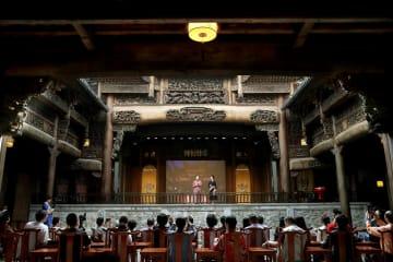 300年の歴史誇る古戯楼がオープン 上海市