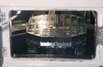 望遠鏡内部にある「トモエゴゼン」のカメラ=30日午後、長野県木曽町