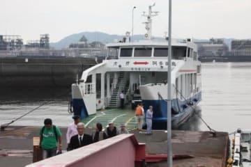 大竹市阿多田島からのフェリーが到着した小方港。離島補助対象航路の一つで、消費税増税に伴い価格を転嫁する