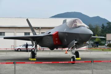 報道陣に初公開された韓国軍の最新鋭ステルス戦闘機F35A=9月27日、韓国・大邱(共同)