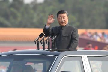 習近平氏、閲兵式を観閲 新中国成立70周年