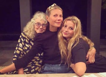 Gwyneth Paltrow Poses With Her Lookalike Daughter Apple Martin & Mom Blythe Danner