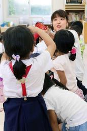 3~5歳児の預かり保育で遊ぶ子どもたち=1日午後、神戸市垂水区瑞ケ丘(撮影・三津山朋彦)