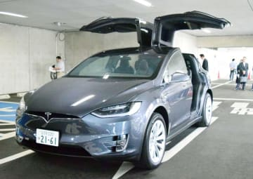 電気自動車テスラ