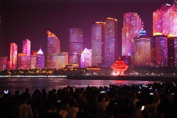 国慶節ライトアップショー開幕 山東省青島市