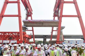 インドネシアのジャカルタ・バンドン高速鉄道、初の箱げた架設が完了