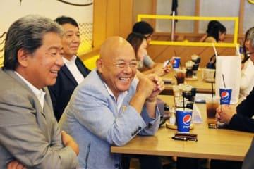 「いきなり!ステーキ」を来年にも東南アジア展開し、堅実に事業を育てる考えを示した一瀬社長(中央)=2日、ヤンゴン(NNA)