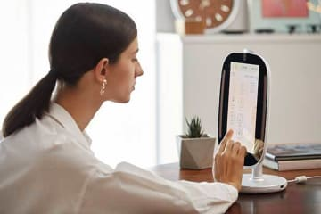 An AI-enabled HiMirror, which will be upgraded in accuracy through the technological tie-up between B-by-C Corp. and New Kinpo Group (Photo courtesy of B-by-C Corp.)