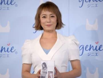 「ジニエ」新イメージモデル就任PRイベントに登場した佐藤仁美さん