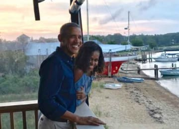 Barack & Michelle Obama Celebrate 27th Anniversary Together [Photos]