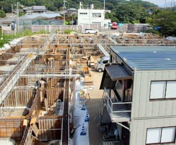 ボルト不足が原因で、完成が2カ月遅れる見通しとなった認定こども園のうみ(江田島市)