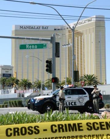 男が部屋から銃を乱射した高級ホテル「マンダレイベイ」=2017年