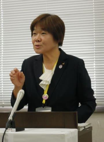 【定例記者会見で、洋式トイレの導入を進める考えを示す廣田教育長=三重県庁で】