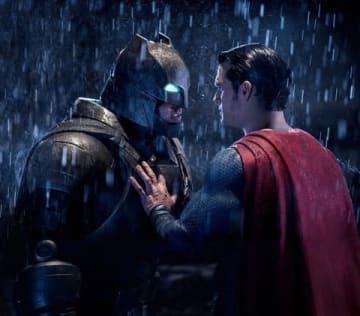 映画「バットマンvsスーパーマン ジャスティスの誕生」のビジュアル (C) 2016 Warner Bros. Ent. All Rights Reserved. TM & (C) DC Comics.