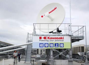 完成した宇宙ごみ除去の指令所となる基地局に設置されたアンテナ=4日午前、岐阜県各務原市