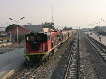 アンゴラ・ベンゲラ鉄道の引渡し式行われる 中国企業が建設