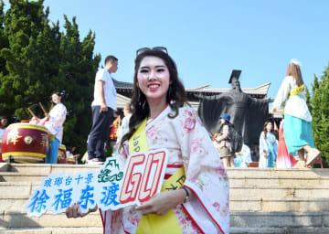 ミス・ツーリズム・ワールド世界大会決勝の美女たち、徐福ゆかりの地を訪問