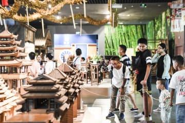 広西民族博物館で連休を満喫 南寧市