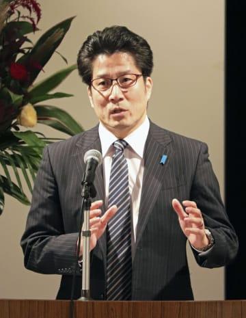 講演で拉致問題の早期解決を訴える横田拓也さん=5日午後、川崎市