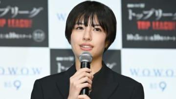連続ドラマ「連続ドラマW トップリーグ」の完成披露試写会に登場した佐久間由衣さん